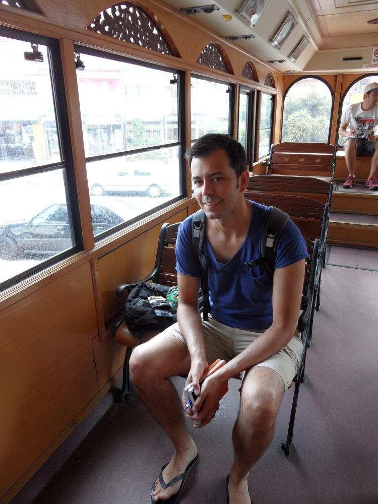 Tom im historischen Bus