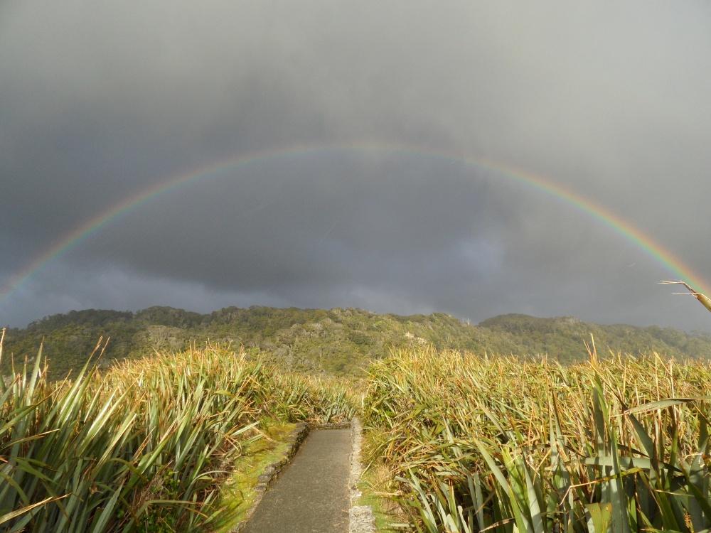Regenbogen @ Pancake Rocks