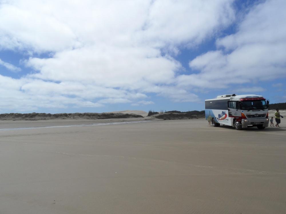 90 Mile Beach und unser saucooles Gefährt ;-)